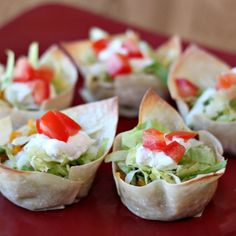 Turkey Taco Cups These easy taco cups are great for parties as an appetizer, or for a fun kid friendly Perfectly Posh, Appetizers For Party, Appetizer Recipes, Spa Food, Turkey Tacos, Good Food, Yummy Food, Mexican Food Recipes, Ethnic Recipes