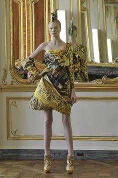 Ensemble, autumn/winter 2010–11 | Alexander McQueen: Savage Beauty | The Metropolitan Museum of Art, New York