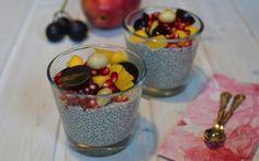 Chia-Samen sind die Stars unter den Superfoods und bringen eine ganze Palette an Nährstoffen mit sich. In den leckeren Chia-Pudding könnte man sich glatt verlieben.