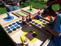 Game with Martin le coquin garden gnomes (made by Company Sac, picture from Mosaic)