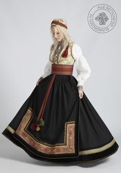Beltestakk fra Telemark - BunadRosen AS Ethnic Fashion, Girl Fashion, Fashion Dresses, Fantasy Gowns, Dress Tutorials, Character Outfits, Historical Clothing, Traditional Dresses, Fashion Sketches