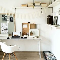 Workspace Inspo and Image Regram thanks to Elina @elina.styling based in the Netherlands. A beautiful workspace created here by Stylist Elina @elina.styling in her home. We love the very relaxed vibe and gorgeous styling here. How great is that Inspo board too and shelving layout. A garland hung like that has to make you smile so whimsical and fresh! To see more beautiful interiors and styling go stalk @elina.styling ...thanks Elina we love your workspace style! by theworkspacestylist
