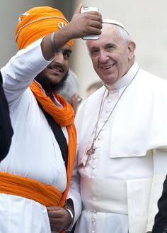Papa diz que religião não é imune a fundamentalismo