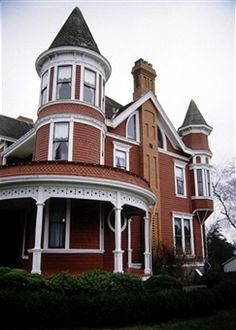 How to make the exterior of your house look Victorian Style At Home, Art Nouveau, Clapboard Siding, Victorian Style Homes, Victorian Life, Porch And Balcony, Boarding House, Brown House, Victorian Architecture