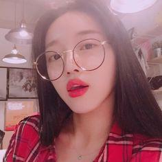 oh my girl. Kpop Girl Groups, Korean Girl Groups, Kpop Girls, Oh My Girl Yooa, Cool Girl, Secret Garden Coloring Book, Brown Eyed Girls, Ethereal Beauty, Girl Standing