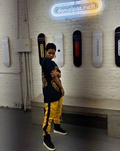 Teyana Taylor in a black and yellow danielpatrick outfit Tomboy Outfits, Chill Outfits, Trendy Outfits, Cute Outfits, Dope Fashion, Tomboy Fashion, Fashion Killa, Fashion Outfits, Urban Fashion Girls