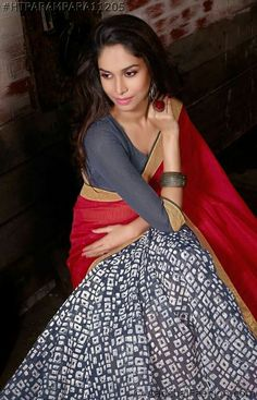 Buy casual wear sarees as well as sarees for every occasion like parties, wedding & festivals. Choose from our vast collection of plain, embroidered and printed sarees. Best Online Shopping Sites, Online Shopping Clothes, Kalamkari Kurti, Maroon Saree, Indian Attire, Saree Styles, Saree Collection, Bollywood Fashion, Indian Sarees