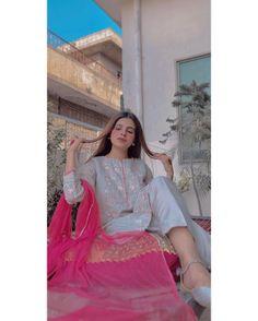 Pakistani Fashion Party Wear, Indian Fashion Dresses, Dress Indian Style, Girls Fashion Clothes, Indian Bridal Outfits, Girl Fashion, Beautiful Pakistani Dresses, Pakistani Dresses Casual, Pakistani Dress Design
