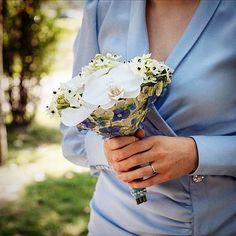 Bride Bouquets, Blue Dresses, Brooch, Jewelry, Fashion, Bridal Bouquets, Moda, Jewlery, Jewerly