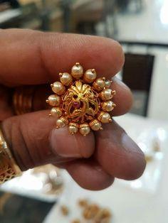 Ear ring Jewelry Design Earrings, Gold Earrings Designs, Gold Jewelry Simple, Coral Jewelry, Indian Jewelry Sets, Antique Jewelry, Antique Gold, Jewelry Patterns, Wedding Jewelry