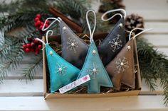 Vánoční dekorace z plsti - sada / Zboží prodejce KashKi original - HomeDecor Christmas Crafts, Christmas Decorations, Holiday Decor, Xmas Ornaments, Felt Crafts, Gift Wrapping, Sewing, Fabric, Anna
