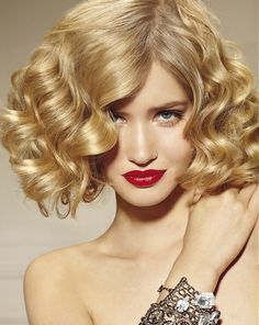 A radiant collection of Medium Curly hairstyles. Find the right Medium Curly hairstyle for you. Layered Bob Hairstyles, Permed Hairstyles, Summer Hairstyles, Pretty Hairstyles, Curly Haircuts, Hairstyle Images, Ladies Hairstyles, Hairstyle Short, Updo Hairstyle