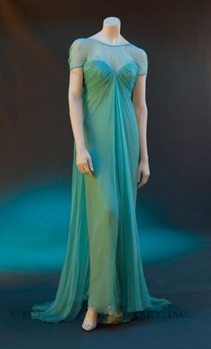 Evening Gown Spring/Summer 1989 Marc Bohan for Christian Dior Silk,Synthetic. 1960s Fashion, Timeless Fashion, Vintage Fashion, Vintage Gowns, Vintage Outfits, Vintage Dior, Vintage Wardrobe, Christian Dior, French Fashion Designers