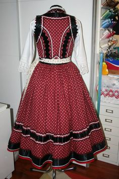 mezőségi viselet Folk Costume, Costumes, Hungarian Embroidery, Folk Dance, Folk Music, Just Dance, Cool Outfits, Traditional, How To Wear