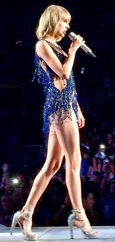 Really Really ♥ her long legs!!