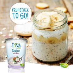 Veganes Müsli ist ein perfektes Frühstück to go! Wenn zwei so gut zusammenpassen wie Soja und Kokos, wird daraus unsere herrliche Jogurtalternative  Natur + Kokos. Unsere österreichischen Sojabohnen und feine Kokosnussmilch machen jeden Löffel zu einem Genuss, denn dieses cremige Pendant zu herkömmlichem Jogurt ist frei von Zucker und künstlichen Aromen. #vegan #pflanzlich #kokos #jogurt #jogurtalternative #joghurt #joghurtalternative #soja #müsli #frühstück #joyaworld #joya Cereal, Breakfast, Food, Yogurt, Milk, Vegan Granola, Breakfast To Go, Perfect Breakfast, No Sugar