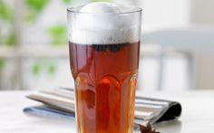 Varm te med stjerneanis og mælk Prøv denne dejlig te som alternativ til café latte. Stjerneanis giver teen et strejf af lakridssmag.