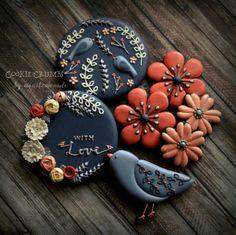 bird and floral cookies Bird Cookies, Fall Cookies, Flower Cookies, Cute Cookies, Cupcake Cookies, Sugar Cookies, Cupcakes, Cookie Bouquet, Cookie Favors