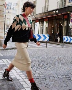 15 Ways to Wear Socks With Boots This Winter - Socken Fashion 2018, Fashion Week, Modest Fashion, Look Fashion, Fashion Outfits, Womens Fashion, Paris Fashion, Fall Winter Outfits, Autumn Winter Fashion