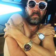 Сергей Шнуров — самый лучший бьюти-блогер Watches, Accessories, Fashion, Moda, Wristwatches, Fashion Styles, Clocks, Fashion Illustrations, Jewelry Accessories