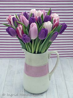 Today on Tulip Week - Day 6 - I'm doing a little bit of styling with tulips. In fifteen images I'm combining tulips with some unusual c. Tulips In Vase, Purple Tulips, Tulips Flowers, Flowers Nature, Faux Flowers, Pretty Flowers, Fresh Flowers, Spring Flowers, Home Decor