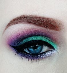 Eye makeup is a great way to make your eyes look more beautiful.So look at some of the best eye makeup pictures that will leave you wanting more! Peacock Eye Makeup, Anime Eye Makeup, Sexy Eye Makeup, Dramatic Eye Makeup, Eye Makeup Tips, Smokey Eye Makeup, Makeup Ideas, Purple Makeup, Dramatic Eyes