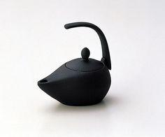 Iwachu Iron Tea Kettle by japan_style, via Flickr  Work of IWACHU, Historic Ironware in Iwate, Japan