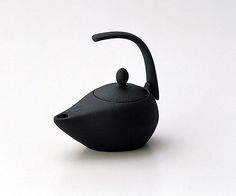 Iwachu Iron Tea Kettle by japan_style, via Flickr  Work of IWACHU, Historic Ironware in Iwate, Japan