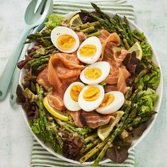 Salade met ei, zalm en asperges