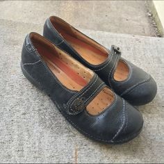 Clarks Black Leather Shoes Very gently used Clarks Black Leather Shoes. Super comfortable and nice looking. Fantastic condition. Clarks Shoes