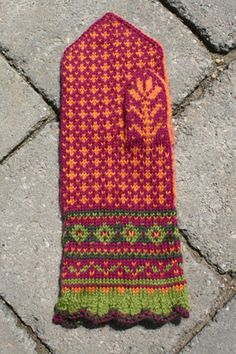 Ravelry: Amaryllis Mittens pattern by Mary Ann Stephens Mittens Pattern, Knit Mittens, Knitted Gloves, Knitted Bags, Knitting Socks, Fair Isle Knitting Patterns, Knitting Kits, Knitting Projects, Wrist Warmers
