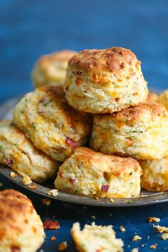 Bacon Chive & Cheddar Biscuit Recipe - Damn Delicious