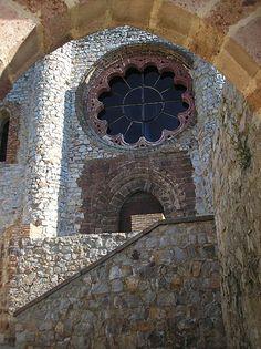 Castillo Calatrava la Nueva (Ciudad Real) Church Windows, Doors, Bird, Outdoor Decor, Madrid, Home Decor, World, Rosettes, Castles