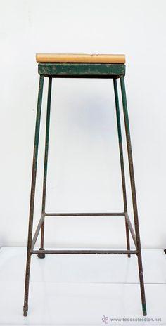 ANTIGUO TABURETE INDUSTRIAL - 66 cm - El Desván de Bartleby C/.Niebla 37. Sevilla
