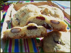 cookies chocolat blanc, cranberries et amandes (cookies with   white chocolate chips , cranberries and almonds )