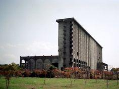 木の岡レイクサイドビル(琵琶湖幽霊ホテル)