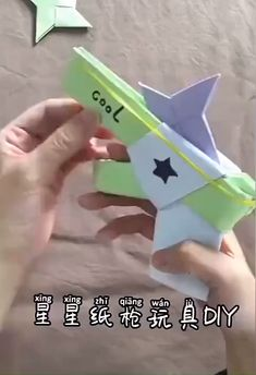 origami yapm kolay hayvan best way to DIY a paper gun which could shoot the paper star bullet Diy Crafts Hacks, Diy Crafts For Gifts, Diy Home Crafts, Diy Arts And Crafts, Creative Crafts, Fun Crafts, Paper Crafts Origami, Paper Crafts For Kids, Diy Paper