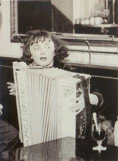 illegitimi:      Edith Piaf, 19 years old    ah she's adorable