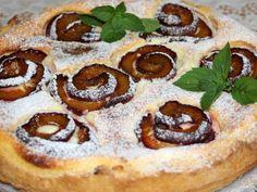 Tvarohový koláč so slivkovými ružami (zdroj: Naničmama.sk / melisa) Russian Recipes, Pepperoni, French Toast, Pancakes, Food And Drink, Pizza, Cookies, Baking, Breakfast