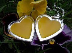 tuhý parfém Perfume Making, Homemade Cosmetics, Natural Cosmetics, Korn, Anti Aging, Herbalism, Diy And Crafts, Mirrored Sunglasses, Hair Beauty
