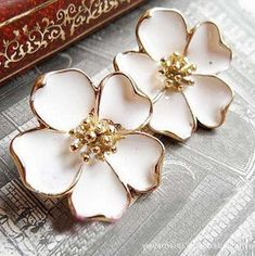 Min.order is $10 (mix order)Free Shipping Vintage Drip Jasmine Flowers Stud Earrings E4 $0.80