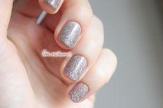 ootmeikannut.blogspot.com Flormar holographic nail polish and stamping with Mavala Mauve Cendre