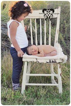 newborn pose  http://halversenphotography.blogspot.com/