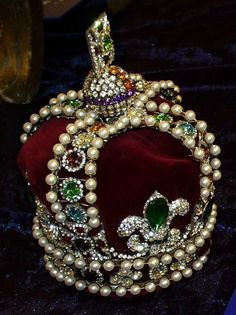 Russian Crown Jewels...this one was used only once. Extravagant! Why empires fall...but I'd still love to try it on....;)