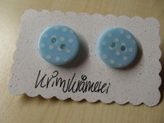 Ohrstecker Knopf Ohrringe Knöpfe hellblau Punkte von Krimskrämerei auf DaWanda.com