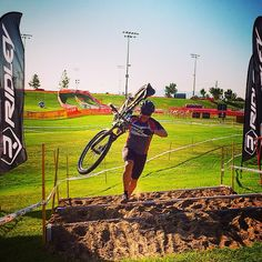 Screwing around on my mountain bike this morning pre running the #crossvegas #cyclocross race course.  This will be an amazing event tonight to come out and watch! #flippingvegas #goliathcompany #LasVegas #ScottYancey