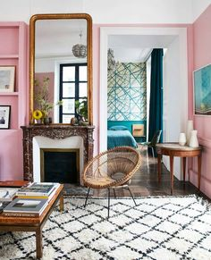 This 1718 Parisian apartment has been beautifully modernized with pink walls, geometric patterns and flea market finds. New meets old in a very fun way! (Via @livingetcuk)