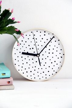 pinned by barefootblogin.com   DIY Clock