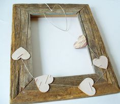 Cute DIY decoration idea - rustic frame and cardboard hearts