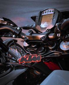 Ideas Duke Bike Quotes For 2019 Duke Motorcycle, Duke Bike, Ktm Motorcycles, Yamaha Bikes, Ktm 125 Duke, Ktm Rc 200, Dirt Bike Quotes, Cool Bike Helmets, Bike Photoshoot
